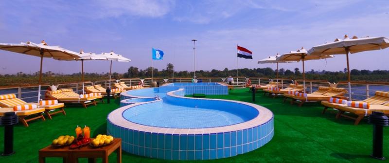 Piscina, Crucero por el Nilo