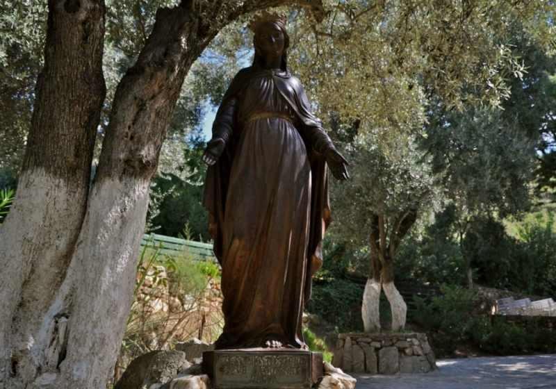 La Estatua de la Virgin María