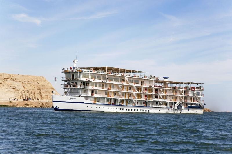 Movenpick Prince Abbas Lake Cruise