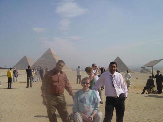 Rollstuhlreisende bei Pyramiden von Gizeh & Sphinx