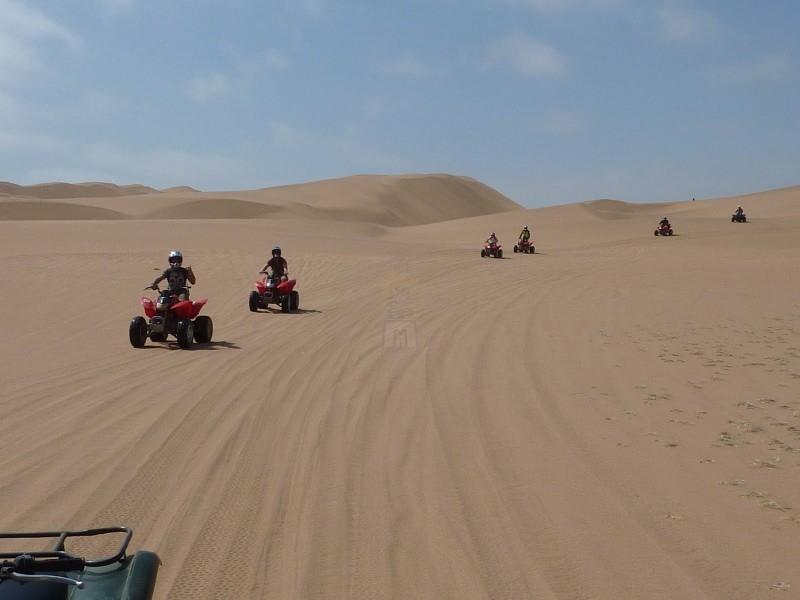 クワッドバイクにて砂漠サファリツアー