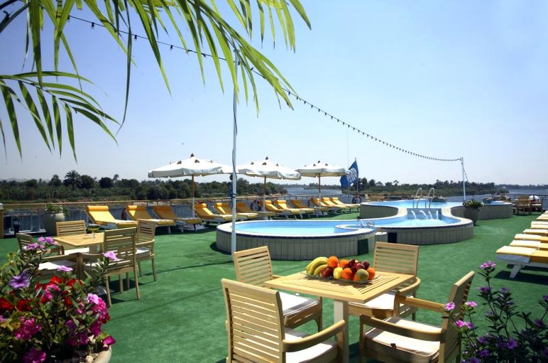 Sonesta Star Goddess Sundeck Restaurant and Pool