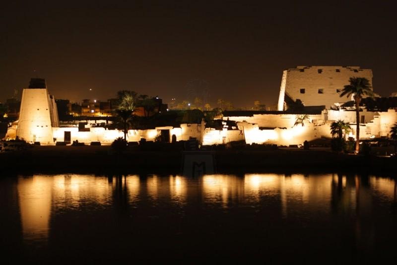 ナイル川からカルナック神殿の音と光ショー