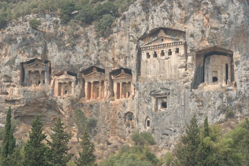 Las tumbas de roca en Daylan