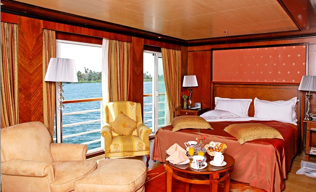 Nile Cruise King size bed room