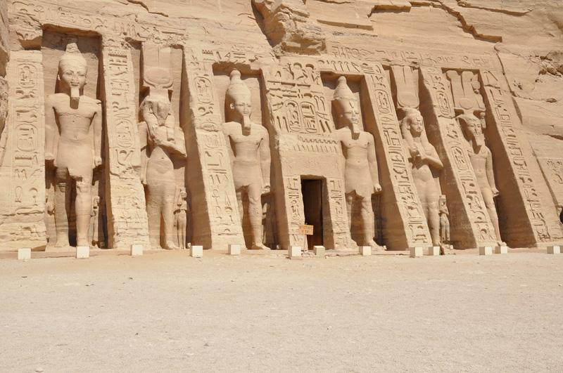 Statues of Nefertari and Ramses II at abu Simbel