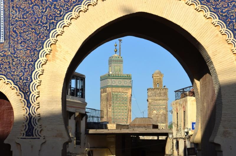 Vue sur la ville à travers Bab Boujloud