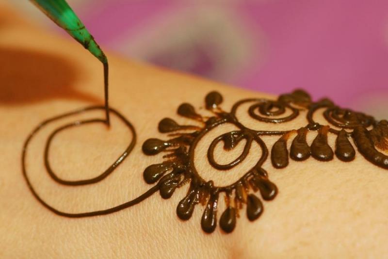 Henna Tattoo Dubai Price: Henna Painting In Dubai Desert