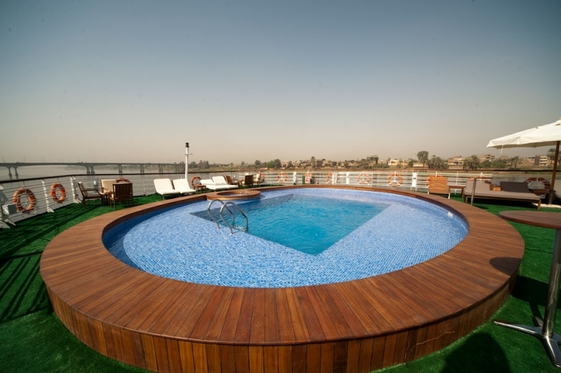 Farah Nile Cruise Pool
