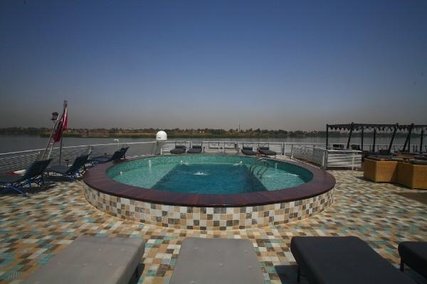Mövenpick Darakum Nile Cruise Pool