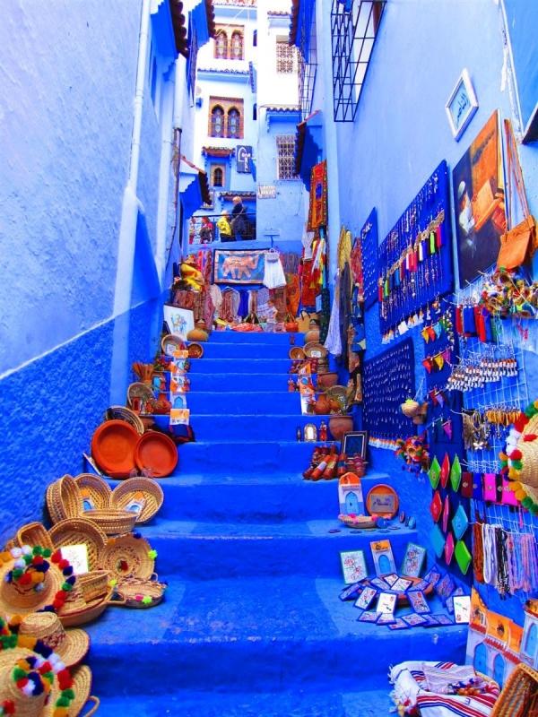 Casas pintadas de blanco con azul turquesa Puertas, Chefchaouen.