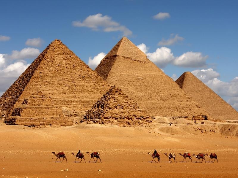 ギザ三大ビラミッド、カイロ、エジプト