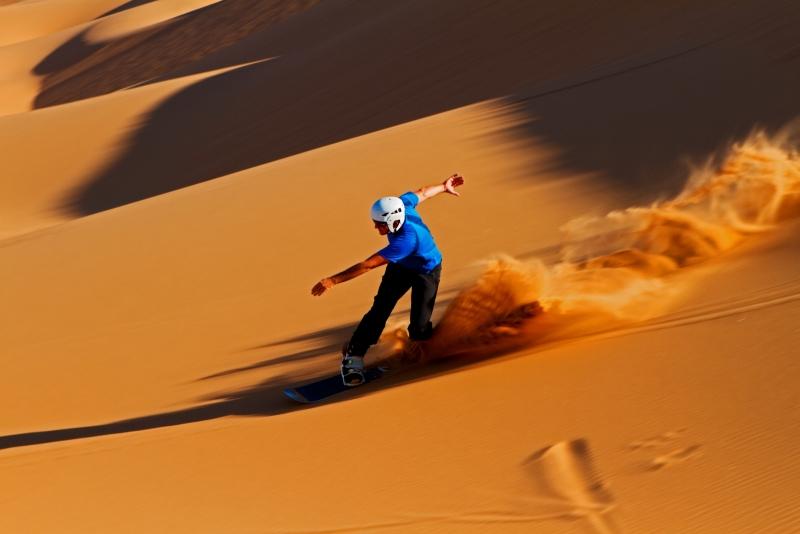 Sandboarding a Dubai
