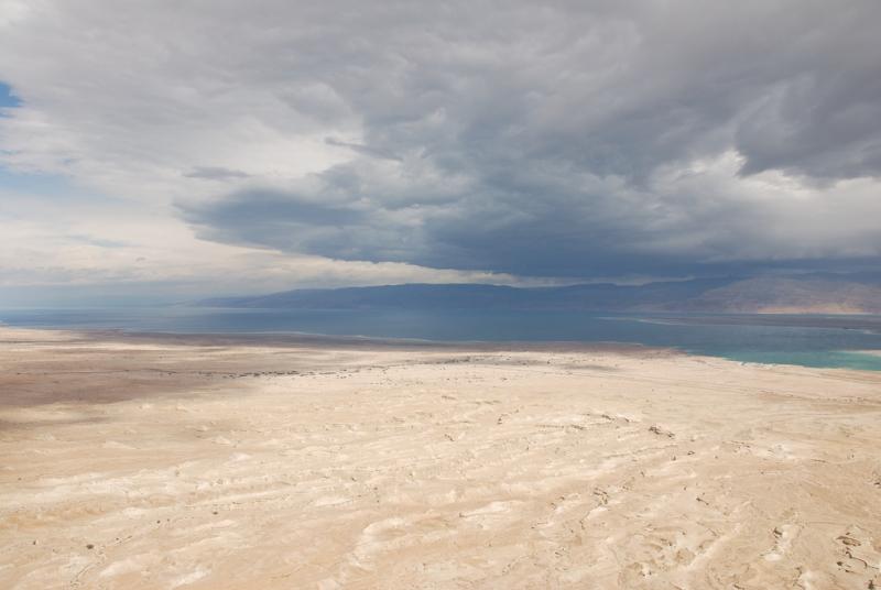 La Spiaggia Splendente del Mar Morto