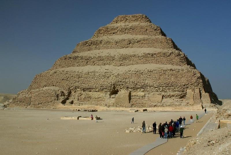 La Piramide a Gardoni, Saqqara