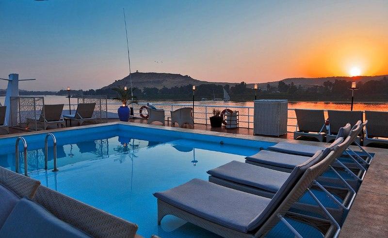Sanctuary Sun Boat IV Swimming Pool