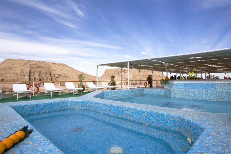 Movenpick Prince Abbas Lake Cruise Pool