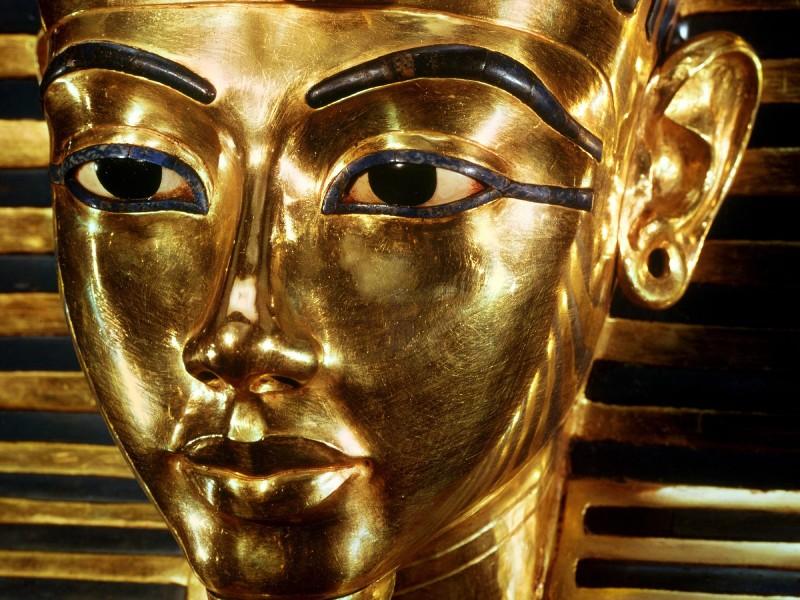 カイロ市内観光1エジプト博物館にあるツタンカーメン王黄金のマスク