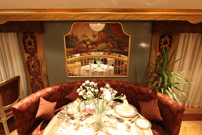 Rois Dahabiya Restaurant