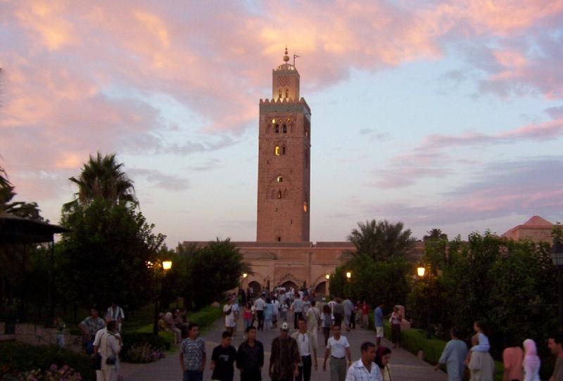 La iluminada Mezquita Koutoubia, puesta del sol