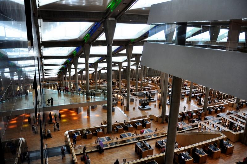 アレクサンドリア図書館の中側