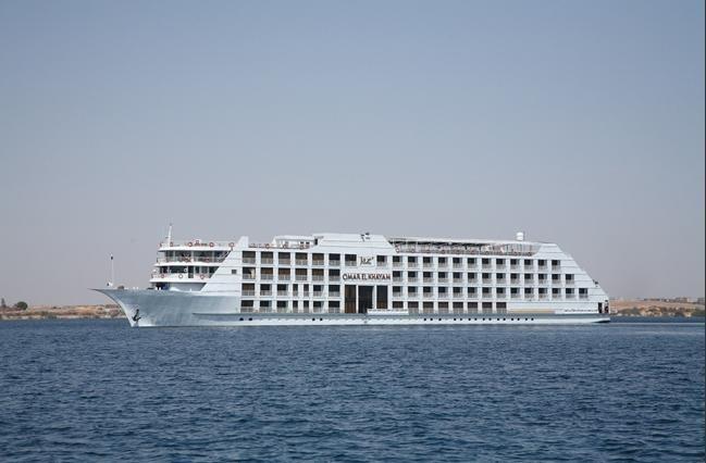 Steigenberger Omar El Khayam ナセル湖クルーズ船