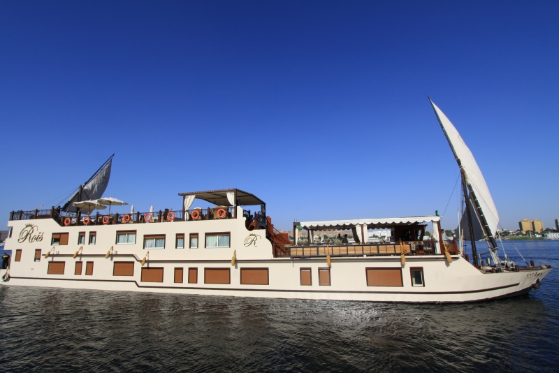 Small Boats: Luxury Nile Cruises Small Boats