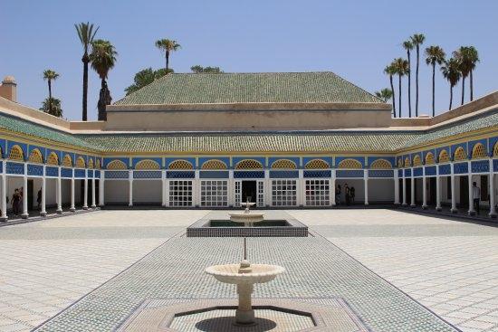 Patio trasero del Palacio de la Bahía