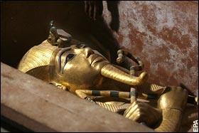 Obra no Museu Egípcio, Cairo