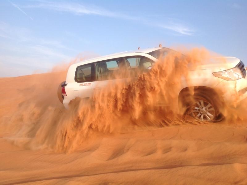ドバイ砂漠サファリーツアー