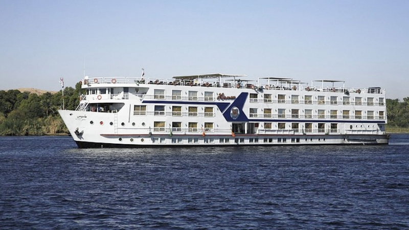 Deluxe Movenpick MS Hamees Nile Cruise