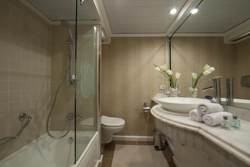 Sonesta Moon Goddess Bathroom