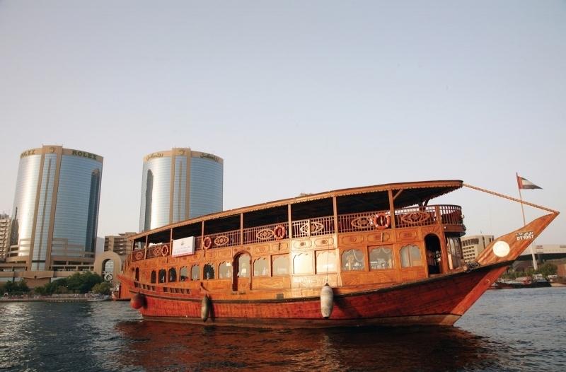 独桅帆船巡航晚餐溪从迪拜机场