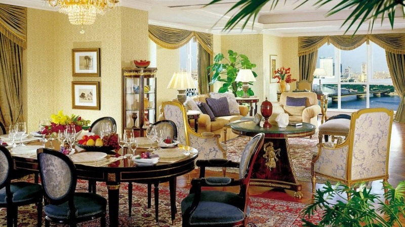 Four Seasons Hotel Suite
