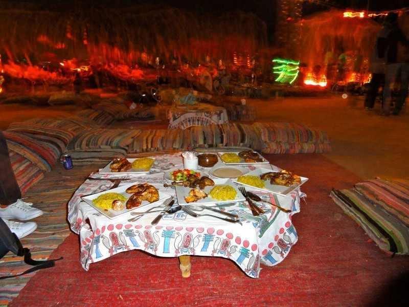 Diner bédouin dans le désert