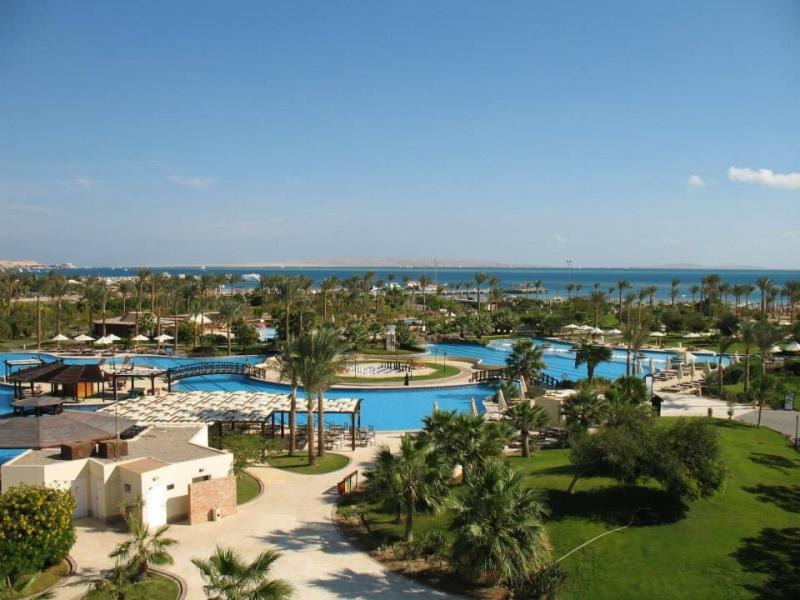 Gardens and Outdoor Pools of Steigenberger Al Dau Beach Hotel Hurghada
