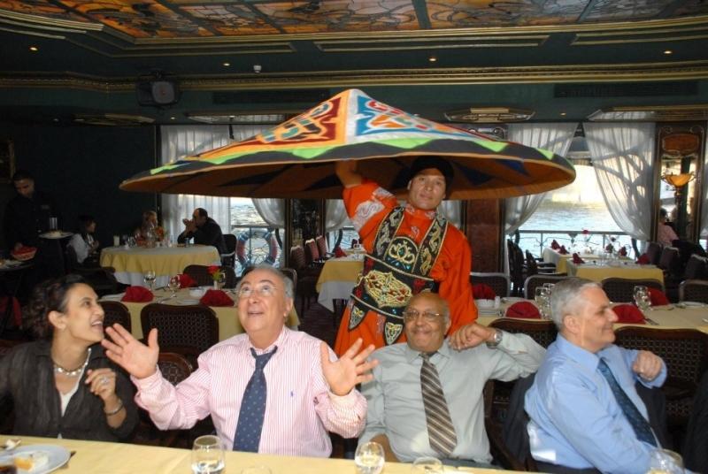 Orientalische Show bei Bootsfahrt