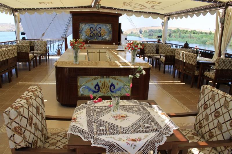 Rois Dahabiya Lounge