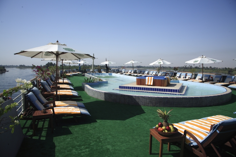 Sonesta St George sundeck and Pool