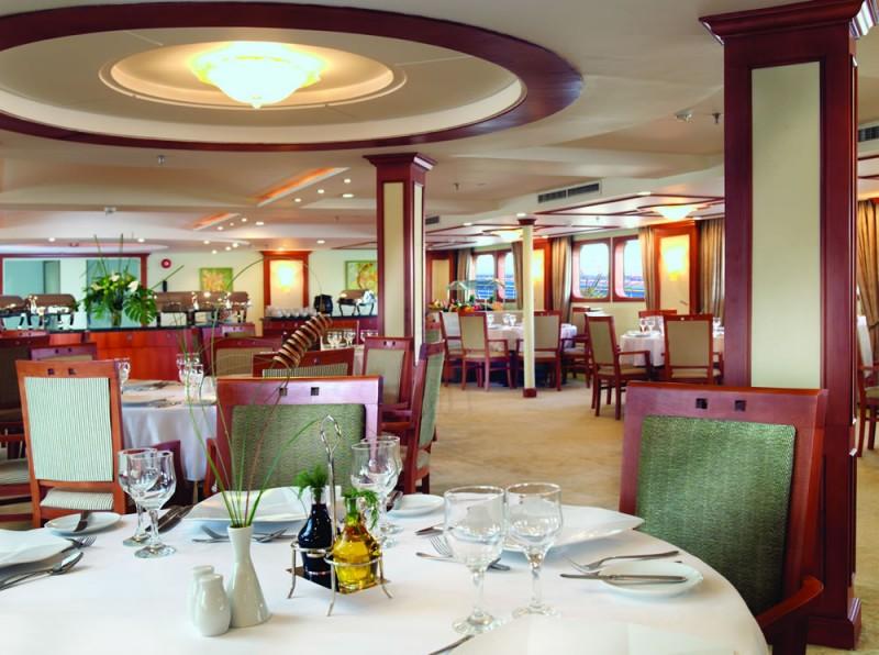モーベンピックロイヤルロータスナイルクルーズのレストラン