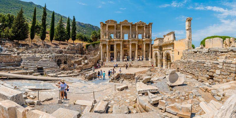 O famoso Templo de Adriano