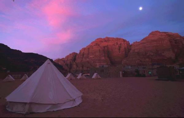 Nuit en bivouac dans le désert de Wadi Rum