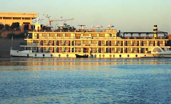 MS Eugenie cruzeiro no Lago Nasser
