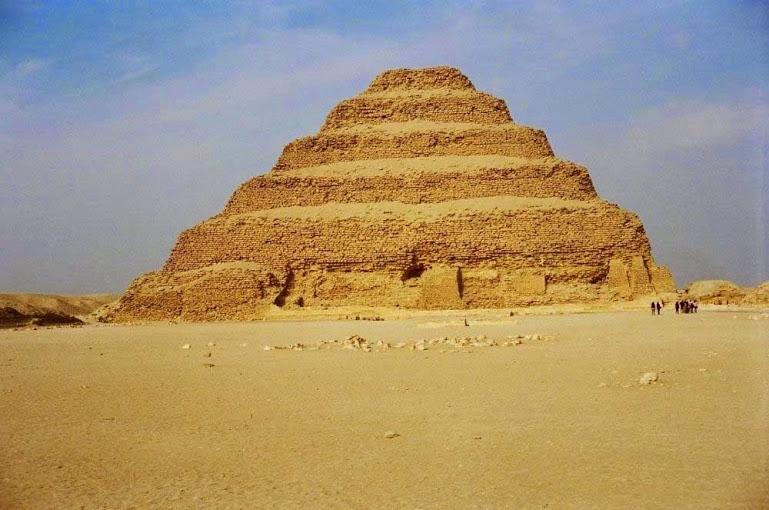 à pirâmide de degraus de Zoser - Egito