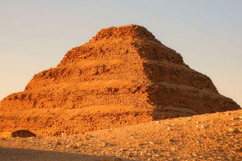 La Piramide a Gradoni di Djoser a Saqqara