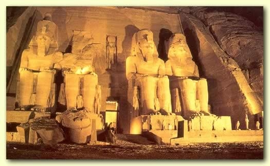 Ausflug ab Assuan nach Abu Simbel & Safari Tour
