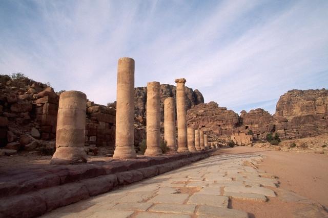 petra chat sites Jordan in 7 days - amman, jerash, mt nebo, petra, wadi rum, aqaba and the dead sea.