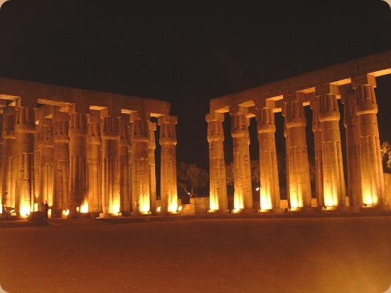Ton- und Lichtshow im Karnak Tempel