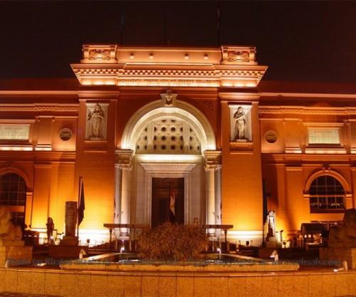 El Museo Egipcio por la noche