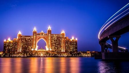 Atlantis Hotel in Dubai by Night